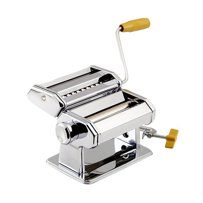 Лапшерезка ручная Pasta Machine 15см, Marcago Atlas TH-150f, тестораскатка, блок для нарезки лапши и пастыЛапшерезки<br>Лапшерезка ручная Pasta Machine 15см, (Marcato Atlas TH-150f)<br> <br>Любите изысканную итальянскую кухню? А может, вы – владелец небольшого итальянского ресторанчика? Хотите баловать своих родных и гостей тонкой, аккуратно нарезанной пастой, спагетти или домашней лапшой? Достаточно купить лапшерезку Pasta Machine (Marcato Atlas 150) в интернет-магазине Дирокс по самой привлекательной цене, и приготовление самых популярных блюд итальянской кухни станет простым, быстрым и доступным. Это устройство раскатывает тесто в тончайший пласт и нарезает его полосками необходимой толщины буквально за пару минут. Больше не надо прикладывать силу, засыпать мукой все кухонные поверхности и морочиться с равномерной нарезкой теста – все это сделает за вас ваша недорогая и очень полезная помощница – ручная машинка для пасты. Почитайте отзывы и убедитесь, насколько сильно Pasta Machine облегчает процесс готовки лапши и других итальянских мучных лакомств.<br> <br>  <br> <br>В чем особенность Pasta Machine?<br> <br>Лапшерезка-тестораскатка Маркато Атлас – простое в использовании, но очень функциональное бытовое устройство. Оно, безо всяких преувеличений, должно стоять на каждой кухне! Эта ручная машина поможет вам быстро и равномерно раскатать тесто необходимой толщины для любого мучного блюда – печенье, чебуреки, беляши, вареники и пельмени. Кроме того, вы можете нарезать тесто плоскими полосками. Больше никаких полуфабрикатов на кухне и вашем обеденном столе! Только домашнее тесто из проверенных продуктов, только полезные ингредиенты – для самых вкусных мучных изделий! Ее используют и как раскатывающую пельменницу. В тонкое тесто можно завернуть любую начинку, которую вы только придумаете – мясной фарш с оригинальными специями, проросшие злаковые и бобы, творог, рыбу, кусочки овощей и сыра и т.д. А домашняя лапша всегда будет выглядеть аккуратно и аппетитно – тончайш