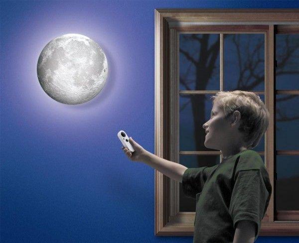 Светильник ночник Луна с пультомНеобычные ночники-проекторы<br>Светильник ночник Луна с пультом<br><br> Как порой приятно наблюдать за бездонным звездным небом и огромным лимонным диском луны, что расположился прямо у вас над головой. Как было бы прекрасно взять и унести всю эту композицию прямо к себе домой и наслаждаться всеми красотами. Отныне любителям мистики и романтики предоставляется такая возможность. Светильник луна — это невероятно красивый и интересный вариант ночника, который создает уютную и мягкую обстановку в доме.<br> <br>Сладкие сны под лунным светом<br><br> Данный светильник напоминает настоящую луну. Как и настоящая луна ночник имеет все 12 фаз. Воспользовавшись пультом управления, вы можете самостоятельно выбрать фазу и степень яркости, которая вас устроит. Вы можете использовать подобную луну как обычный ночник для чтения перед сном, а можете сделать её частью необычного дизайна вашей комнаты.<br><br> Настенный ночник может стать прекрасным сюрпризом на праздник или годовщину, так как не только создаст настроение покоя и уюта, но и отлично украсит дом. Подобный светильник будет отлично смотреться в детской комнате. Мягкий свет расслабит вашего малыша после тяжелого дня и подготовит его ко сну.<br><br>Технические характеристики и возможности<br> <br> <br>   Ночник имеет два режима работы: статический и автоматический;<br> <br>   Работает при помощи дистанционного пульта управления;<br> <br>   Крепится на стену;<br> <br>   Работает на батарейках.<br> <br><br>Преимущества Светильника Луна<br> <br> Крепится на стену<br> <br> Есть возможность выбирать степень освещенности<br> <br> Автоматическое включения ночника при наступлении темноты<br> <br> Работает от батареек<br>