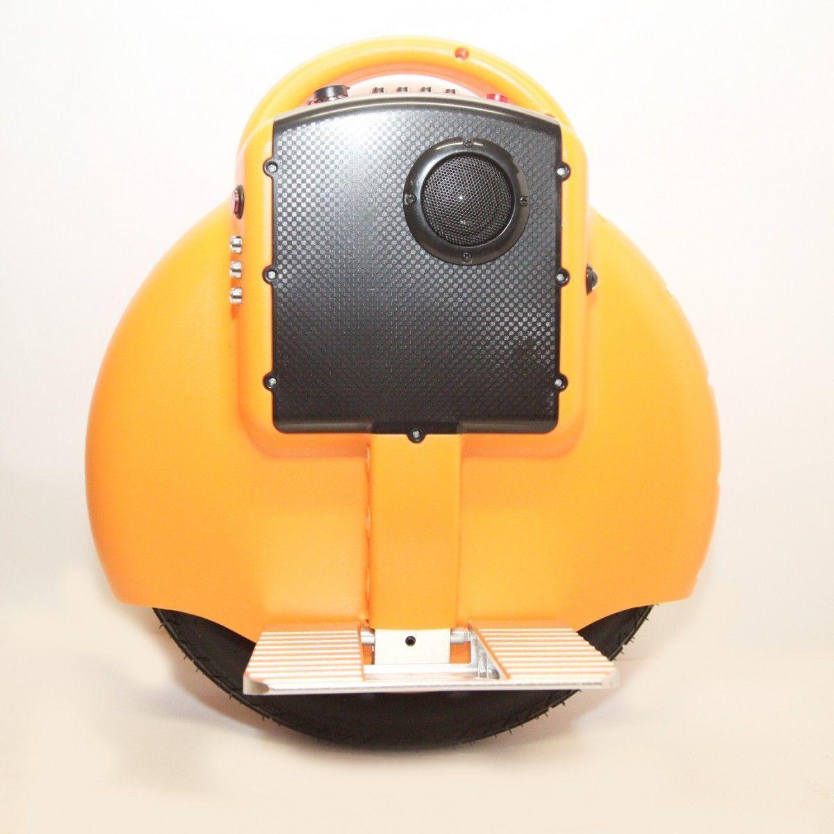 Гироскутер моноколесо HTDDC-D03 Electric Unicycle 14 (Bluetooth) OrangeМоноколеса<br>Моноколесо Electric Unicycle S3 14? Оранжевое (Bluetooth, музыка) — быстрая и легкая замена общественного транспорта<br><br> Магазин предлагает новую модель для городского использования — гироскутер S3 14? Оранжевое (Bluetooth, музыка), который никого не оставит равнодушным. Обладая запасом хода в 12 километров, он может промчать вас на скорости до 16 км/ч.<br><br><br> Этот шустрый агрегат не требует специально отведенной площадки. Он создан покорять городские просторы и легко домчит вас по назначению, будь то офис или спортплощадка, супермаркет или пикник в парке. Он не ограничит вас катаниями по парку в выходной день, но подарит свободу передвижения. Для S3 14? Оранжевое (Bluetooth, музыка) сложно отыскать сколь-либо существенные преграды, ведь он способен штурмовать гору с уклоном до 25 градусов.<br><br><br> Благодаря своей компактности он не стесняет ваши передвижения и отлично сочетается с городским транспортом, позволяя доехать до остановки, загрузится, выйти и помчаться дальше по назначению. Его не сложно перемещать или просто везти за собой, что освобождает вас от хлопот с парковкой.<br><br><br> Всего пару часов на обучение в парке и погнали по настоящим улицам. Вам не просто гарантировано внимание окружающих, но ощущения будут уникальными. К бесшумному гироциклу очень скоро привыкаешь, а он дарит вам нереальное ощущение полёта и удовольствие от открытого пространства и свободы.<br><br><br> Кататься на этой модели вдвойне приятней, ведь она оснащена звуковыми динамиками и поддержкой Bluetooth. Вы сможете прокачать это моноколесо любимой музыкой с вашего iPad, iPhone, Android и других bluetooth-ресиверов. Возьмите музыку в дорогу!<br><br><br> Дети, безусловно, будут рады такому подарку. Они всегда восторженно встречают удивительное средство передвижения, а небольшой вес и рост исключают возможность серьезного травматизма.<br><br> <br>Эксплуатационные качества моноколеса Elect