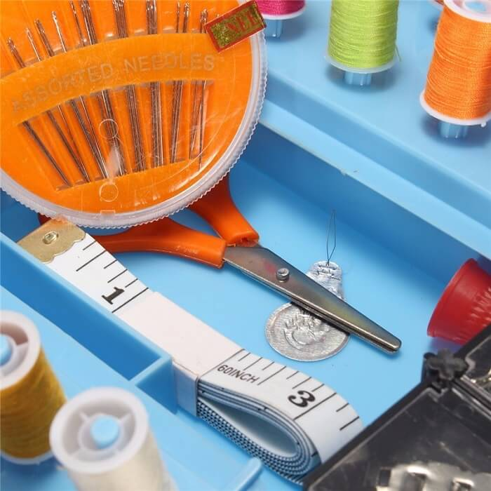 Швейный набор Sewing KitТовары для дома и дачи<br>Ищите качественный и разнообразный набор швейных принадлежностей?<br><br><br><br>Тогда швейный набор Sewing kit - это то, что Вам нужно!<br><br><br><br>    Набор нитей и всевозможных аксессуаров для ручного и машинного шитья. Набор организован в удобном пластиковом контейнере, который имеет 12 отсеков с крышками. Благодаря такой конструкции исключается риск спутывания нитей и потери нужных принадлежностей. Достаточно большой объём контейнера позволяет хранить большое количество швейных аксессуаров в аккуратном и упорядоченном виде. Контейнер оснащён надёжным замком-защёлкой.<br>  <br>    Удобный функциональный аксессуар для любительниц шитья. Благодаря богатому швейному набору в компактном складном контейнере Вы получите все необходимые принадлежности, собранные в одном месте.<br>  <br>    <br>  <br>    Организуйте свой быт грамотно!<br>        <br>      <br>  <br>    Отличительные особенности:<br>  <br>    -12 отсеков с крышками<br>          <br>        - Подставки под нитки<br>          <br>        - 138 швейных принадлежностей<br>          <br>        - Складная конструкция<br>          <br>        - Надежный замок- защелка<br>  <br>    Способ применения:<br>  <br>    <br>              <br>            <br>  <br>    Используйте набор для шитья.<br>  <br>    <br>      <br>    <br>  <br>    <br>  <br>    Швейный набор Sewing Kit - незаменимый помощник в рукоделии, который прослужит Вашей семье не одно поколение!<br>  <br>    Комплектация:<br>  <br>    Катушки с нитками - 24 шт.<br>        <br>      Ножницы - 1 шт.<br>        <br>      Сантиметровая лента - 1 шт.<br>        <br>      Нитевдеватель - 1 шт.<br>        <br>      Игла - 24 шт.<br>        <br>      Пуговица белая 1 см - 10 шт.<br>        <br>      Пуговица белая 1,2 см - 10 шт.<br>        <br>      Пуговица чёрная 1,2 см - 6 шт.<br>        <br>      Крючок - 6 шт.<br>        <br>      Булавка - 20 шт.<br>        <br>      Английская булавка 2 см - 5 шт.<br
