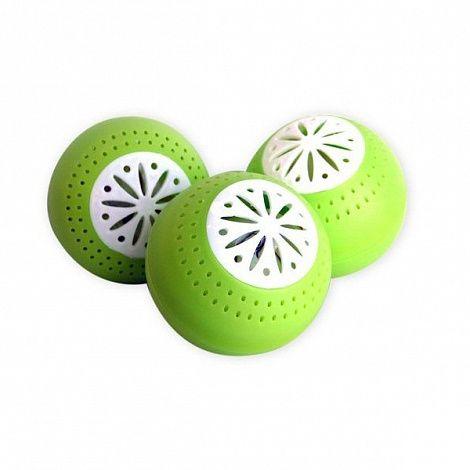 Шарики поглотитель запаха для холодильника Свежесть (Fridge Balls), для устранения запахаПоглотители запаха<br>Шарики поглотитель запаха для холодильника Свежесть (Fridge Balls)<br><br> Вам знаком неприятный запах при открытии холодильника? Устали от затхлого запаха в кладовой? Вы стесняетесь открывать дверцу холодильника при гостях из-за постороннего запаха, чтобы они не подумали, что вы плохая хозяйка?<br><br><br> Оставьте в прошлом все эти неудобства – для этого поспешите купить в нашем недорогом интернет магазине полезных товаров поглотитель запаха для холодильника по самой выгодной цене, который быстро уберет все неприятные запахи на вашей кухне.<br><br><br> Отзывы подтверждают высокую их эффективность в этом вопросе.<br><br><br> <br><br>Особенности шариков поглотителей запаха<br><br> Поглотитель запаха Fridge Balls станет настоящим спасением для всех тех хозяек, которые устали бороться с неприятными запахами в холодильнике.<br><br><br> Его особая форма и наполнение делают его не только эффективным продуктом, способным устранять любые посторонние запахи, но и имеет приятный и презентабельный внешний вид, придавая холодильнику ярких красок внутри.<br><br><br> Эти позитивные шарики в форме круглый красочных фруктов быстро абсорбируют в себя все лишнее, оставив только благоухание свежих блюд и продуктов.<br><br><br> Не стоит полагать, что недорогие Fridge Balls могут сохранять свежесть только на полках холодильника, им под силу и такие коварные места как кладовые, морозильные камеры, навесные шкафы и прочие тайные уголки, к которым затруднен постоянный приток свежего воздуха.<br><br><br> Отзывы довольных покупателей сообщают, что они используют поглотитель запаха Свежесть по всей кухне, и он помогает сохранять им ароматную чистоту надолго.<br><br><br>  <br><br><br> Секрет такого успешного воздействия состоит в том, что шарики сделаны из высококачественного пластика и силикагеля, который и абсорбирует все неприятные запахи из окружающей среды, удерживая их в себе, 