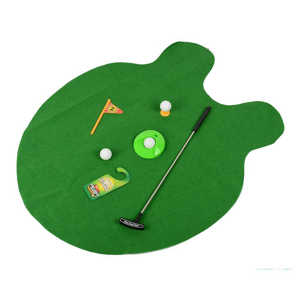 Гольф для туалета Potty Putter, игра мини гольф для уборнойОригинальные подарки<br>Гольф для туалета Potty Putter<br> <br>У вас нет времени попрактиковаться в любимой игре в гольф? Единственное место в доме, где вы можете уединиться – это туалет?<br> <br>Наш интернет магазин предлагает купить недорогое решение, которое позволит с пользой проводить время в туалете, а также станет отличным подарком по выгодной цене - гольф для туалета Potty Putter .<br> <br>С ним каждый ваш поход в туалет превратиться в увлекательное и полезное во всех смыслах занятие. Ну а в гольфе вам не будет равных! Отзывы покупателей советуют купить  несколько комплектов сразу, - один для офиса и один для дома.<br> <br>Особенности туалетного гольфа<br> <br> <br> <br>С мини гольфом  Potty Putter вы наконец-то сможете сыграть в гольф без всех этих надоедливых советов от окружающих, уединившись в туалетной комнате, которая стала, возможно, вашим последним оплотом свободы в доме или офисе, где никто не может вас потревожить.<br> <br>Возможно, вам покажется, что места будет мало для такой игры в столь необычном месте? Но не спешите расстраиваться, ведь туалетный гольф Potty Putter  имеет совсем небольшие размеры поля -  всего 80х68 см, то есть полностью соответствуют обычному напольному коврику, который и сейчас лежит у вас под ногами в туалете.<br> <br>Гольф для туалета Potty Putter состоит из упомянутого выше коврика, то есть поля для игры, которое имитирует свежескошенную траву, специальной клюшки  с телескопической ручкой, мячиков для игры и передвижной лунки.<br> <br>Во время каждого посещения туалетной комнаты ваши навыки игры в гольф будут становиться все более продвинутыми, а это значит, что постепенно можно будет отодвигать лунку все дальше от себя, чтобы и далее повышать игровое мастерство.<br> <br>После таких ежедневных тренировок ваши партнеры по гольфу на реальном игровом поле будут восхищены классом вашей игры и точно захотят узнать тайну, как вам удалось так быстро достичь столь высоких