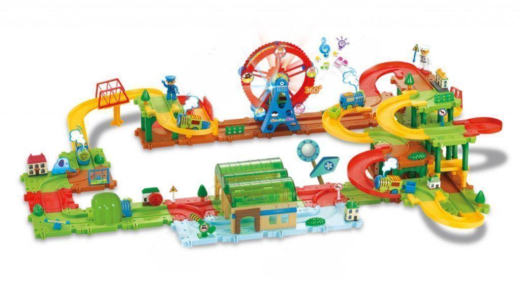 Конструктор Рейл Трейн (130 деталей), Bradex (Брадекс), для игры с детьмиКонструкторы<br>Конструктор Bradex Рейл Трейн (130 деталей)<br>  <br>Ваш ребенок любит мастерить что-то своими руками? Вы хотите найти способ привить ему усидчивость и увлечь чем-то? Ищете занятие для совместного времяпрепровождения?<br> <br>Ответ на все эти вопросы один  - конструктор Rail Train, который можно купить недорого в нашем интернет магазине по самой выгодной цене.<br> <br>Конструктор Bradex Рейл Трейн (130 деталей) уже помог сотням родителей, судя по их восторженным отзывам, найти совместное с ребенком увлечение, которое не только способно разнообразить досуг, но и способствует умственному развитию.<br> <br>Особенности конструктора Рейл Трейн<br> <br>Конструктор Bradex Рейл Трейн (130 деталей) – это не что иное, как полноценный комплект деталей, который позволяет вам вместе с вашим ребенком построить уменьшенную копию реальной железнодорожной станции, к которой будут поочередно прибывать два паровозика по железной дороге.<br> <br>Производитель конструктора Рейл Трейн приложил все усилия для того, чтобы максимально воссоздать полную копию станции, со всеми ее отличительными особенностями и деталями.<br> <br>Юному строителю будет интересно собирать детский конструктор, а его родители смогут порадоваться тому факту, что их отпрыск занят полезным делом. Ведь ученые уже давно доказали, что процесс детальной сборки элементов конструктора Rail Train позволяет эффективно развивать моторику рук ребенка, его логическое мышление, усидчивость и внимательность к деталям.<br>  <br>Процесс создания железнодорожной станции точно увлечет не только ребенка, но и родителей, поэтому это может стать увлекательным семейным занятием.<br> <br>Многие родители в своих отзывах отмечают, что без изучения детальной инструкции им так и не удалось смочь собрать конструктор в первый раз. Зато потратив немного времени и вникнув в суть, дело пошло веселее и торжественное открытие станции состоялось.<br> <br>Стоит от