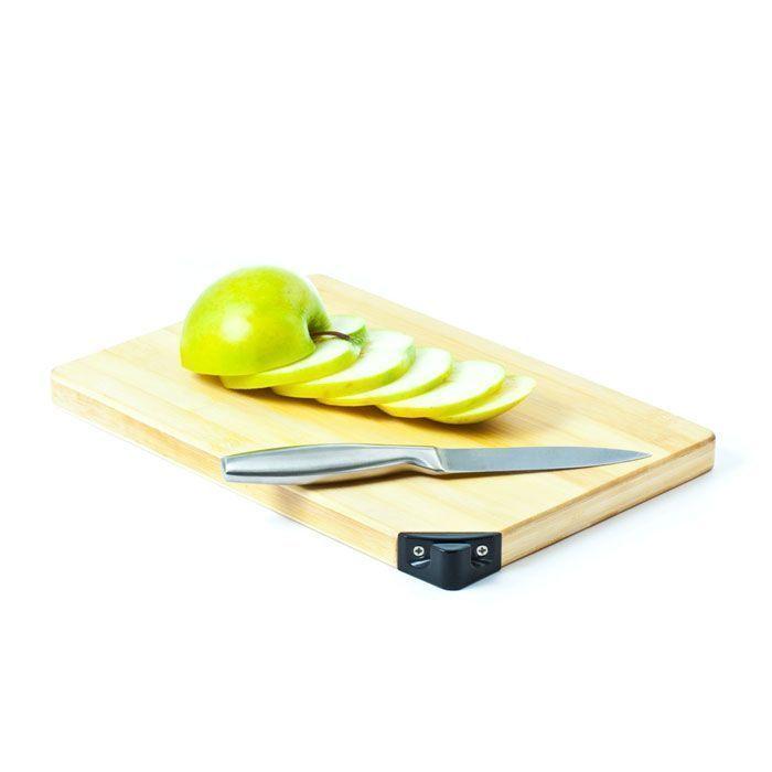 Разделочная доска со встроенной ножеточкой TaideaТовары для кухни<br>Устали от целых наборов кухонной утвари, занимающих все полки и шкафы?<br><br>Уже давно пора переходить на такие функциональные бытовые предметы, как разделочная доска со встроенной ножеточкой Taidea!<br><br>Разделочная доска со встроенной ножеточкой Taidea – это удобный прибор 2 в 1, который сочетает в себе крепкую бамбуковую разделочную доску и отличную ножеточку для ножей из твердосплавного абразивного материала. Теперь подточить нож можно не отходя от разделочной доски!<br><br>Преимущества разделочной доски со встроенной ножеточкой Taidea:<br><br>• Удобство использования<br>    <br>  •Твердый сплав<br>    <br>  •Долговечность<br>    <br>  •Экономичность<br><br><br>    <br>  <br><br>Незаменимая вещь на любой кухне, которую оценит каждая хозяйка. Прочный материал разделочной доски позволит использовать самые острые ножи. А если ножи затупятся, то Вы с лёгкостью можете это исправить при помощи расположенной прямо на разделочной доске ножеточки.<br><br>Отличительные особенности:<br><br><br><br><br>  2 в 1 - разделочная доска и ножеточка<br>      <br>    <br><br>  Бамбуковая основа.<br><br>  Твердый сплав.<br><br><br><br>      <br>    <br><br>Способ применения:<br><br>Возьмите нож и вставьте лезвие под углом 20° в точильный аппарат. Проведите лезвием сверху вниз, повторите несколько раз, пока лезвие не заострится. Разделочную доску используйте по назначению.<br><br>Покупая разделочную доску со встроенной ножеточкой Taidea Вы экономите место в Ваших кухонных шкафах и приобретаете высококачественную утварь!<br><br>Комплектация:<br><br>Бамбуковая разделочная доска со встроенной точилкой для ножей - 1 шт.<br><br><br>      <br>    <br><br>Технические характеристики:<br><br>Размеры: 330*230*20 мм<br>    <br>  Материал:точильные стержни - Карбид Вольфрама<br>    <br>  Держатель:из пластмассы ABS - ударопрочная техническая термопластическая смола<br>