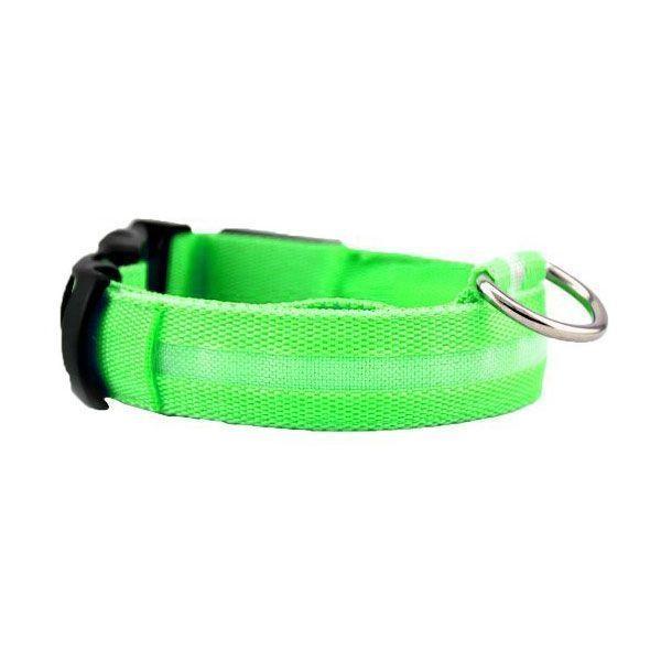 Светящийся ошейник для собак Luminous Collar for Dogs, размер M, зелёныйСветящиеся ошейники<br>  <br> <br> Светящийся ошейник для собак Luminous Collar for Dogs, размер M, зелёный<br> <br>  <br> <br> Вечерние прогулки с собакой всегда вызывают тревогу за питомца, так как на расстоянии трех шагов черная или серая собака становится невидимой для хозяина. Постоянные окрики и подзыв питомца с целью проконтролировать, что он делает, портит свободный выгул, поэтому надо приобрести светящийся ошейник для собак. Этот аксессуар в последнее время стал необычайно популярен у собаководов: светящиеся ошейники можно увидеть и на маленьких собачках и на служебных, в них щеголяют огромные псы и гламурные собачки.<br> <br> <br> <br>  <br> <br> Как работает светящийся ошейник<br> <br> Светящийся ошейник, сделан из синтетических материалов, оснащен светодиодами, которые работают от батареек, и позволяют видеть питомца на расстоянии до пятисот метров. Важно, при покупке выбрать модель, которая имеет возможность замены батареек, потому, что есть модели, в которых это сделать невозможно и служат они не более ста часов, посче чего, придется идти за другой.<br> <br>  <br> <br> Преимущества:<br> <br> - Благодаря светодиодам, вашего любимца можно обезопасить в городских условиях, ведь с таким светящимся ошейником он будет сразу заметен.<br> <br> - Легко пользоваться. Обычно ошейник представляет собой светодиодную ленту с выключателем. В более сложных световых моделях можно задать один из режимов свечение, мигание, частое мигание.<br> <br> - Работает такая амуниция обычно от двух батареек, которые можно менять.<br> <br> - Кроме того мигающие ошейники для собак можно выбрать как для крупного, так и для самого маленького питомца, ведь они регулируются по охвату шеи собаки.<br> <br>  <br> <br> <br> <br>  <br> <br> Размеры:<br> <br> S - 40 см длина<br> <br> M - 46 см длина<br> <br>  <br> <br> Купить светящийся ошейник<br> <br> Купить светящийся ошейник для собак, можно в нашем интернет магазине, 