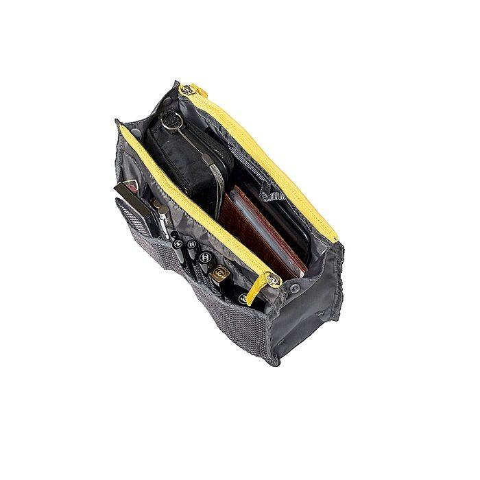 Органайзер в сумку для гаджетов и мелочей (цвет темно-серый)Товары для туристов<br>Не знаете, где хранить все свои нужные и полезные мелочи?<br><br><br><br>С органайзером в сумку для гаджетов и мелочей (цвет темно-серый) Вы сможете всё хранить в одном месте!<br><br><br><br>Органайзер оснащён множеством карманов. Имеет удобные ручки для переноски и хранения. При необходимости органайзер можно делать уже или шире благодаря специальной конструкции на кнопках.<br><br><br><br>  <br><br>      <br>          Преимущества органайзера:<br>        <br>    - Множество карманов для хранения<br>            <br>          - Удобные ручки для переноски<br>              <br>            - Конструкция-трансформер<br><br>              <br>            <br><br><br>                  Удобное вместительное приспособление для хранения гаджетов и различных мелочей. Благодаря органайзеру Вы без труда найдёте нужный предмет и больше ничего не потеряете.<br>                <br>                  <br>                <br>                  <br>                <br>                <br>              <br>                <br>              <br>                Соберите все мелочи в одном месте!<br>              <br>                Отличительные особенности:<br>              <br>                <br>              <br>                <br>              <br>                – Множество карманов для хранения<br>                  <br>                – Ручки-петельки для переноски или подвешивания<br>                  <br>                – Конструкция-трансформер на кнопках<br>                  <br>                – Размер: 16*28 см<br>              <br>    <br>  <br>        Способ применения:<br>      <br>      <br>    <br>      Сложите необходимые предметы в органайзер. При необходимости отрегулируйте ширину.<br>    <br>      <br>        <br>      <br>    <br>      Органайзер в сумку для гаджетов и мелочей (цвет темно-серый) - комфорт и удобство всегда с Вами!<br>    <br>      <br>          <br>        <br>    <br