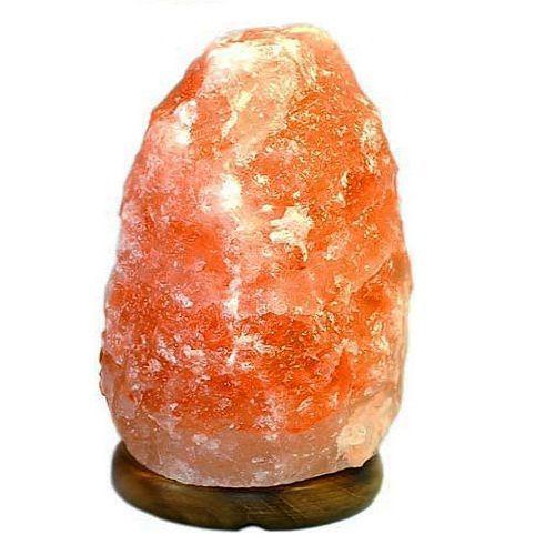 Соляная лампа Скала 3-5 кг, ZENET ZET-105, ионизатор воздуха, Солевой светильникСоляные лампы<br><br> Лампа Скала – это лучший способ проявить заботу о своем здоровье и состоянии своих домочадцев. Купив это приспособление, вы получаете монолитный и практически необработанный кусок горного кристалла, добытый в Гималайском месторождении, на территории современного Пакистана. Человек практически не притрагивался к творению природы, всего лишь дополнил кусок соли патроном и лампочкой накаливания. Такой светильник гармонично впишется в любой интерьер и поможет вам повысить сопротивляемость организма и укрепить здоровье в целом.<br><br>Соляная лампа: в чем польза?<br><br>  <br><br><br> Положительные свойства кристаллов соли на организм человека – давно подтвержденный факт. Поэтому все мы стремимся летом съездить к морю или хотя бы побывать в искусственных соляных шахтах – после таких процедур болезни отступают! Материал – горная соль – формировалась веками и содержит в себе идеальное сочетание ионов железа, магния, йода, марганца, брома, селена. Судя по отзывам врачей – такой «минеральный коктейль» выделяется во время нагрева камня и позволяет оказать максимальную пользу на человеческий организм.<br><br><br>очищает дыхательные пути и облегчает воздухообмен организма;<br>улучшает иммунные свойства организма;<br>борется с размножением грибков, бактерий, плесени;<br>облегчает состояние больного при аллергии, дерматите, орви, астме, бронхитах, ринитах и т.д.;<br>обеззараживает воздух в помещении;<br>нормализует давление и уровень сахара в крови;<br>сводит к нулю электромагнитное излучение бытовой техники.<br><br>Преимущества<br> <br><br> Неяркий ночник теплых оттенков одновременно освещает комнату, насыщает воздух ионами полезных минералов и воссоздает уютную домашнюю атмосферу. Это – идеальный светильник в детскую комнату! Кристалл весом в 3-5 кг способен очистить воздух в комнате средних размеров – 12-18 кв.м.<br><br><br>практичность;<br>эффективность;<br>широкий спектр дей