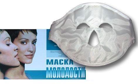 Аппликатор офтальмологический Магнитная Маска Молодости для лица, для кожи глазМагнитные маски<br>Аппликатор офтальмологический Магнитная Маска Молодости для лица<br> <br>Аппликатор офтальмологический Магнитная Маска Молодости воздействует магнитным полем на биологически активные точки вокруг глаз. Он представляет собой маску, внутри которой находятся эластичные пластины.Это устройство оказывает терапевтическое воздействие на стареющую кожу вокруг глаз, сохраняя ее упругость и эластичность, предохраняя кожу от образования морщин и уменьшая уже имеющиеся.<br> <br>Такой аппликатор применяется также для лечения коньюктивита, укрепления памяти, улучшения общего состояния. Аппликатор офтальмологический Магнитная Маска Молодости надевается во время сна или отдыха. Он вполне способен заменить профессиональный массаж лица. Особенно эффективно действует аппликатор в сочетании с медицинскими средствами.<br> <br>Магнитная маска облегчает головную боль, снимает усталость с глаз, устраняет темные круги под глазами и отеки век. Внутри нее находятся 11 электромагнитов, которые при надевании накладываются на активные точки круговой мышцы глаз. Магнитная маска подходит для всех размеров лица. Ее лечебные магнитные свойства сохраняют силу в течение семи лет. Аппликатор возвращает вашему лицу свежесть и молодость, улучшает настроение и общее состояние организма.<br>