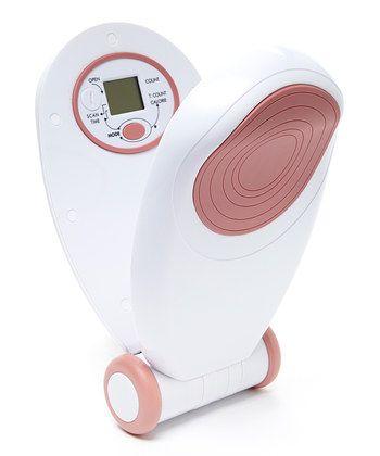 Тренажер эспандер бабочка для рук и ног FitStudio Slim Clip Exerciser, (Слим) для мышц ягодиц и бедер домаТренажеры для груди<br>Тренажер для рук и ног FitStudio Slim Clip Exerciser<br><br>Новый тренажер для рук и ног  Slim Clip Exerciser подойдет как новичкам, так и профессиональным спортсменам.  Вы сможете самостоятельно тренироваться в домашних условиях, постепенно усложняя свои тренировки, плавно развивая физическую силу и выносливость.<br> <br>Уже несколько регулярных тренировок помогут Вам привести мышцы рук и ног в тонус и улучшить эластичность кожи!<br><br><br> <br>Преимущества тренажера для рук и ног FitStudio Slim Clip Exerciser:<br> <br>- Тонизирует и расслабляет основные мышцы ног и рук<br> <br>- При регулярном использовании сжигает лишние калории<br> <br>- Встроенная система подсчета количества сжиманий, израсходованных калорий  и времени тренировки<br> <br>- Способствует развитию мышечной силы<br> <br>- Модернизированная компактная конструкция, простая в эксплуатации и удобная в хранении<br> <br>- Подходит как для домашнего использования, так  и для индивидуальных или групповых занятий в специализированных спортивных залах<br> <br>- Помогает держать в тонусе плечи, мышцы предплечья, внутренней части бедра, а также ягодичные мышцы<br> <br>- Встроенное автовыключение через 5 минут<br> <br>- Вы легко сможете поддерживать мышцы рук и ног в тонусе, даже находясь в декретном отпуске!<br><br>Применение тренажера для рук и ног FitStudio Slim Clip Exerciser:<br> <br>Вставьте батарейку согласно инструкции<br> <br>Тренажер готов к использованию. Начинайте плавные сжимания, как показано на иллюстрациях в инструкции<br><br>Электронная система автоматически подсчитывает  4 показателя: <br> <br> 3.1.TIME– в этом режиме происходит подсчет времени проведенной тренировки.<br> <br> 3.2. COLORIE – подсчет израсходованных калорий за тренировку.<br> <br> 3.3. COUNT – количество совершенных сжиманий за тренировку. Этот показатель отображается на дисплее во всех режимах.<br> 