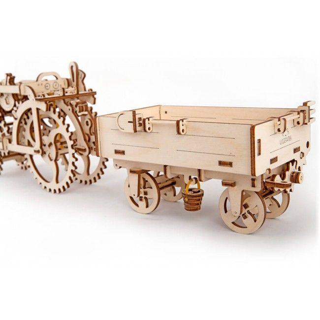 Деревянный конструктор UGEARS Прицеп к трактору, (3D пазл), для детей, для взрослых, для конструированияДеревянный конструктор Ugears<br>Деревянный конструктор (3D пазл) UGEARS - Прицеп к трактору<br> <br> <br>  <br> <br> <br> <br>   <br>    Каждый трактор должен иметь свой прицеп. Миниатюрный сельскохозяйственный бортовой прицеп выглядит точь в точь, как настоящий. Деревянный конструктор Прицеп снабжен рычагом, с помощью которого можно приподнять край кузова и откинуть один из бортов. Прицеп имеет все, что необходимо для работы. В специальных креплениях фиксируются вилы и лопата, на крючке висит крохотное ведерко. Под кузовом имеется миниатюрная метла.<br>   <br>     <br>      <br>     <br>   <br>    Каждый прицеп оснащен тягово-сцепным фаркопом, за который его можно прикрепить к трактору. В конструкции модели предусмотрен рычаг, с помощью которого можно разгрузить прицеп, при этом откидной борт самостоятельно вернется на место.Все элементы деревянного конструктора соединяются без использования клея или инструментов. Собирая модель Прицепа UGears, ребенок развивает пространственное мышление, мелкую моторику, узнает о сельскохозяйственных работах.<br>   <br>     <br>      <br>     <br>   <br>    3D пазл Прицеп UGears – это не просто деревянная игрушка, это уменьшенная действующая модель реального транспортного средства. Во время сборки конструкции ребенок знакомится с основами механики, своими глазами видит, по какому принципу действует четырехколесная повозка, как соединяются детали, зачем нужны откидные борта и рычаги. В процессе работы над сборкой ребенок развивает свои творческие способности, раскрывает потенциал, учится терпению, тренирует внимание.<br>   <br> <br> <br> <br>   <br>     <br>       <br>         <br>          <br>         <br>       <br>     <br>   <br> <br>  Характеристики:<br> <br>  Материал: фанера<br> <br>  Размеры модели: 209х101х96 мм<br> <br>  Количество деталей: 68<br> <br>   <br>    <br>   <br> <br>  Для оптовых покупателей:<br> <br>  Что