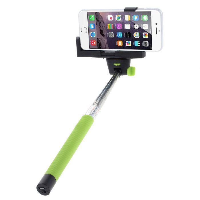 Телескопический штатив для селфи (зеленый)Аксессуары для смартфонов<br>Вам хочется быть в кадре со всей компанией, а не фотографироваться по очереди?<br><br><br><br>С телескопическим штативом для селфи теперь все будут на одном снимке!<br><br><br><br>Держательнадёжно фиксирует Ваш гаджет с помощью удобного зажима и позволяет выбирать оптимальную дистанцию для снимка при помощи телескопической рукоятки.Прорезиненная ручка не даёт рукам скользить. Имея складной механизм, монопод поместится даже в дамскую сумочку.<br><br><br>    <br>  <br><br><br>    Незаменимый верный спутник всех любителей селфи. Поможет сделать идеальные фото и видео. Малый вес и компактный размер аксессуара позволят с лёгкостью брать его с собой.<br>  <br>    Делайте отличные селфи в любых условиях!<br>        <br>      <br>  <br>    Отличительные особенности:<br>  - Поворотный фиксатор<br>    <br>  - Шнурок для переноски<br>      <br>    - Прорезиненная ручка<br><br><br>      <br>    <br><br><br>      Способ применения:<br>    <br>    <br>  <br>    Закрепите смартфон на штативе. Синхронизируйте смартфон с кнопкой для селфи (не входит в комплект) и делайте снимки.<br>  <br>    <br>      <br>    <br>  <br>    Не упустите важные моменты Вашей жизни с телескопическим штативом для селфи!<br>  <br>    <br>        <br>      <br>  <br>    Комплектация:<br>  <br>    Телескопический штатив – 1 шт.<br>        <br>      Держатель для смартфона – 1 шт.<br>        <br>      Оригинальная англоязычная упаковка с русской наклейкой со штих-кодом<br>        <br>      Русскоязычная инструкция<br>  <br>    <br>          <br>        <br>  <br>    Технические характеристики:<br>  <br>    Цвет: зелёный с чёрным<br>        <br>      Материал: нержавеющая сталь, пластик, силикон<br>        <br>      Вес в упаковке: 160 гр.<br>        <br>      Размер упаковки: 33*6*4 см<br>        <br>      Вес без смартфона: 130 гр.<br>        <br>      Максимальный вес с телефоном: 500 гр.<br>        <br>      Длина телескопической ручки