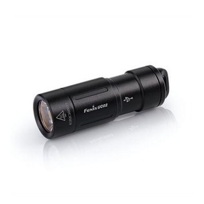 Фонарь аккумуляторный Fenix UC02Ручные фонари Fenix<br>Компания Fenix порадовала всех покупателей выпуском еще одной повседневной модели фонаря, которая получила название Fenix UC02. Он работает со светодиодом XP-G2 S2 (одним из самых новых от компании Cree) и способен обеспечивать яркость на уровне 130 люмен. Такого света достаточно, чтобы обеспечить видимость в радиусе 48 метров. Доступен пользователям и более экономный режим на 10 люмен. В таком варианте освещения, луч будет достигать дальности 14 метров. Обращаем ваше внимание, что для этого диода заложен срок службы не менее 50 тысяч часов, принимая во внимание только время работы. Поэтому модель Fenix UC02 действительно можно считать надежной.<br> Свет этого фонаря поддерживает аккумулятор литий-ионного типа 10180. Чтобы пользователю не приходилось искать подходящий вариант отдельно, в комплект производители включили качественный фирменный элемент питания ARB-L10-80. Для него возможна перезарядка с помощью обыкновенного зарядного устройства, а также кабеля USB с микро-разъемом. Аккумулятор имеет защиту от избыточной зарядки и разрядки, а сам фонарь — от переполюсовки.<br> Для управления работой фонаря используется поворотное кольцо ближе к его голове. С помощью этой технологии происходит и включение-выключение, и выбор нужного режима освещения.<br> Важной особенностью модели Fenix UC02 является корпус из алюминия, поверхность которого подвергнута жесткому анодированию. Эта оболочка отлично защищает его от механического повреждения, выдерживая даже падение на камень примерно с метровой высоты. А скрупулезный подход к сборке позволил добиться полной изоляции корпуса от пыли и воды. Этот показатель соответствует требованиям норм IP-68, принятым на международном уровне.<br>Особенности<br><br>практичный фонарь-брелок;<br>максимальная яркость - 130 люмен;<br>на выбор имеется 2 режима работы;<br>фонарь освещает пространство радиусом 48 метров;<br>используется белый диод XP-G2 S2 (Cree);<br>период работы диода — 50 00