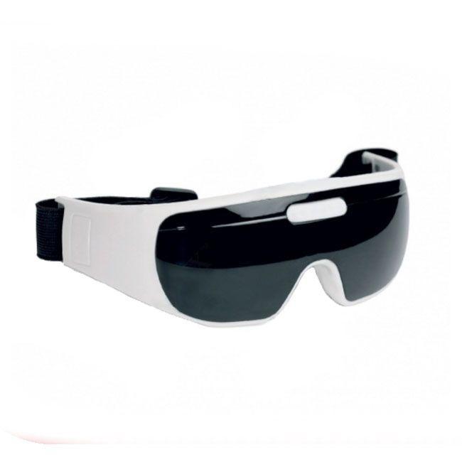 Массажер для зоны вокруг глаз Bradex Свежий взглядМассажеры для глаз<br>Уникальный массажер для зоны вокруг глаз «СВЕЖИЙ ВЗГЛЯД» быстро и легко избавит Вас от усталости, что позволит Вам сохранить работоспособность даже после многих часов чтения или работы за компьютером. Массажер для зоны вокруг глаз «СВЕЖИЙ ВЗГЛЯД» позволит Вам забыть о темных кругах под глазами.<br>Способ применения<br><br>Перед использованием убедитесь, что массажные щупы с магнитами и маска массажера не загрязнены <br>Откройте крышку батарейного отсека <br>Поместите в батарейный отсек 2 батарейки типа ААА Примечание: при установке батареек соблюдайте полярность, указанную на корпусе батарейного отсека <br>Закройте крышку батарейного отсека <br>Наденьте массажер на глаза, отрегулировав ремешок <br>Включите массажер, нажав кнопку включения/выключения <br>При помощи кнопки выбора режима установите 1 из 9 режимов массажа <br>Для установки таймера на 3 минуты, нажмите на кнопку таймера 1 раз, на 5 минут – 2 раза, на 10 минут – 3 раза. Если Вы не нажмёте на кнопку таймера, он автоматически включится на 10 минут. <br>После окончания заданного времени снимите массажер Примечание: если Вы хотите прекратить использование массажера до окончания установленного времени, нажмите кнопку включения/выключения, затем снимите маску массажера.<br><br>Характеристики<br><br>24 массажных элемента <br>Вес: 520 г. <br>Размер: 18х6 см (ДхШ) <br>9 режимов работы <br>Автотаймер на 3, 5, 10 минут <br>Материал: АБС-пластик, силикон, нейлон, магнит, металл. <br><br>Комплектация<br><br>массажер для глаз – 1 шт.,<br>инструкция – 1 шт. <br>Питание от 2-х батареек типа ААА, не входят в комплект.<br><br><br>
