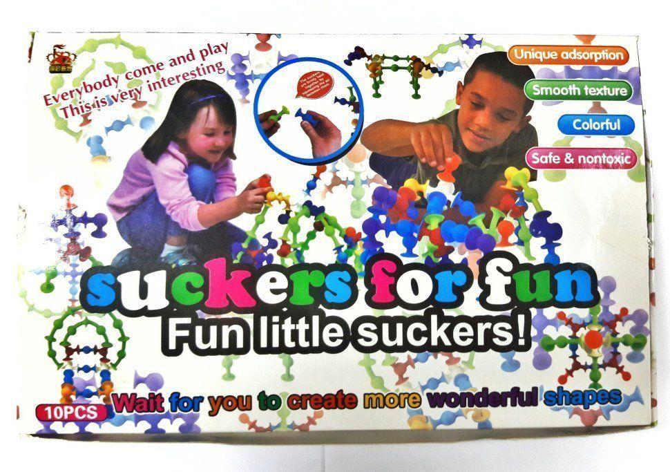 Конструктор присоска-прилипала Sibelly (Squigz) 50 деталейКонструкторы-присоски<br><br> Если вы любите путешествовать с детьми, но не знаете чем занять их в дороге, вам непременно стоит взглянуть на Suckers for fun, получивший восторженные отзывы огромного числа мам и пап.<br><br><br> Конструктор Suckers for fun – это поистине уникальный и креативный творческий набор для игр. С ним малышу никогда не станет скучно. Разноцветный комплект состоит из множества различных силиконовых деталей-присосок, способных намертво сцепляться между собой или с любой поверхностью. Вы можете с легкостью построить что угодно: елку, домик, пароход, лошадь или королевскую корону. Выбор ограничен лишь вашей фантазией.<br><br><br> Конструктор  — дешевый, но очень надежный способ оторвать ребенка от бесконечных мультфильмов или компьютера. Такую чудо-игрушку можно брать с собой куда захочется. Вы и не заметите, как «Сквигз» поселится буквально везде: в карманах одежды, каждом отделении маминой сумки или портфеле школьника. Все окна, двери и прочие плоские поверхности станут пространством для игр. Кроме того, с конструктором купание превратится в увлекательное приключение. Детали выполнены из качественного силикона и совершенно не боятся воды.<br><br><br> <br><br>Преимущества<br><br>Доступность для детей любого возраста. Даже самый маленький ребенок сможет без труда соединить детали между собой. Чтобы разобрать поделку также не потребуется прилагать больших усилий.<br>Эргономичный дизайн. Форма деталей не имеет острых краев или углов, удобно ложится в детскую руку.<br>Безопасность. Мягкими силиконовыми элементами просто невозможно пораниться иди ушибиться.<br>Гигиеничность. Силиконовые детали не боятся ни температуры, ни горячей воды, ни мыла. Их можно мыть даже в посудомоечной машине.<br>Долговечность. Конструктор представляет собой литые силиконовые элементы на присосках. Там просто нечему ломаться и отваливаться.<br>Компактность. Можно брать с собой куда угодно, он очень легкий и компактны