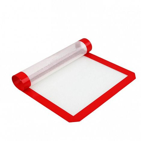 Антипригарный силиконовый коврик для выпечки и запекания с покрытием PTFE (толщина 0,07 см)Товары для кухни<br>Антипригарный силиконовый коврик для выпечки и запекания с покрытием PTFE<br><br> Как перестать тратить драгоценное время и силы на мытье посуды, в которой вы готовите выпечку или запекаете мясо? Как избавиться от проблемы оттирания пригоревшего масла или запекшегося жира на противне или форме для выпечки? Интернет-магазин Дирокс гарантирует – теперь вы забудете о грязной утвари для выпекания раз и навсегда! Поспешите купить антипригарный силиконовый коврик по нашей супер низкой цене и перестаньте оттирать пригоревшие противни. Наслаждайтесь румяными пирогами или сдобными булочками, не оглядываясь с ужасом на раковину и духовку.<br><br><br> <br><br>Простой лайфхак, который сэкономит ваше время и силы<br><br> Антипригарный силиконовый коврик для выпечки и запекания уже прочно обосновался на тысячах современных кухнях. Секрет коврика заключается в особом покрытии PTFE, которое способствует равномерному распределению температур и быстрому пропеканию продукта. Блюдо, которое вы готовите на таком коврике, не пристанет и не пригорит.<br><br><br> Плюс ко всему, любую сдобу или лакомства из теста можно делать без использования масла и кулинарных жиров. А значит, выпечка становится абсолютно здоровой пищей! Кроме того – вы навсегда распрощаетесь с пятнами пригоревшего жира на противнях и брызгами масла в духовке. Даже замешивание и раскатка теста потребуют у вас меньше усилий – ведь к скользкому антипригарному покрытию тесто не прилипнет! Выбрасывайте кондитерский пергамент! Перестаньте «выковыривать» свою выпечку из формы! Хватит отдраивать пригоревшее масло! Стоит купить недорогой силиконовый коврик с покрытием PTFE и забыть обо всех своих кулинарных мучениях с выпечкой!<br><br><br> Что можно приготовить при помощи силиконового коврика? Экспериментируйте с рецептами и готовьте:<br><br><br><br>печенье, домашнее безе и пирожные; <br><br>булочки и пирожки; <br><br>пи