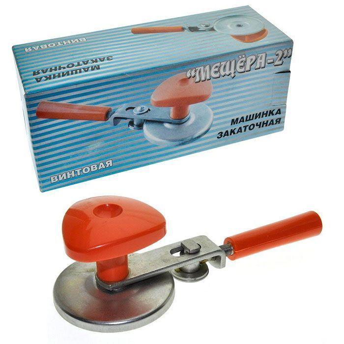 Закаточная машинка винтовая Мещёра-2Товары для кухни<br>Ищите надёжную и долговечную закаточную машинку?<br><br><br><br>С закаточной машинкой винтовой Мещёра-2 Вы запасёте припасы на всю зиму!<br><br><br><br>    Закаточная винтовая машинка благодаря регулируемой вручную силе прижима ролика позволяет применять для консервирования продуктов крышки различных производителей (изготовленные как по ГОСТ, так и по ТУ). Металлические детали изготовлены из высококачественной стали и покрыты стойким гальваническим покрытием блестящий цинк. Пластмассовые детали изготовлены из высококачественного, первичного полипропилена.<br>  <br><br><br>  <br><br>      <br>          Преимущества закаточной машинки:<br>        <br>    - Прочный материал<br>            <br>          - Гальваническое покрытие<br>              <br>            - Закатывает разные крышки<br><br>              <br>            <br><br><br>                Практичный кухонный аксессуар, который пригодится любой хозяйке, делающей заготовки на зиму. Винтовая закаточная машинка поможет легко, надёжно и безопасно закукупорить банки.<br>              <br>              <br>            <br>                <br>              <br>                <br>              <br>              <br>            <br>              <br>            <br>              Облегчите свои домашние хлопоты!<br>            <br>              Отличительные особенности:<br>            <br>              <br>            <br>              <br>            <br>              – Винтовой механизм<br>                <br>              – Принцип работы: вращение ключа по кругу<br>                <br>              – Регулируемая вручную сила жима<br>                <br>              –Материал: высококачественная сталь<br>            <br><br><br>                <br>              <br>      <br>    <br>      Способ применения:<br>    <br>    <br>  <br>  При работе с винтовой машинкой крышка прижимается к горлышку банки с помощью верхней ручки. Необходимо отрегулировать ролик,