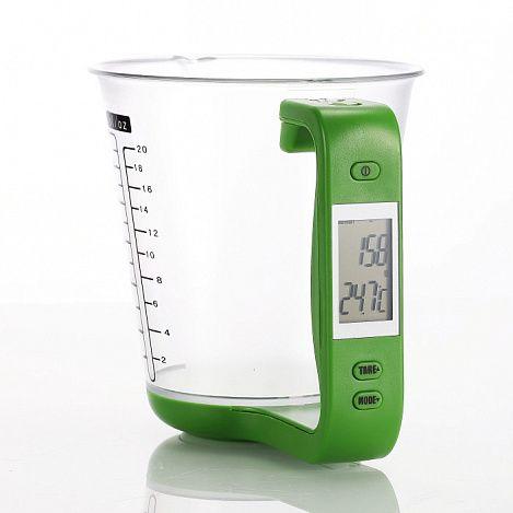 Электронный мерный кувшин-весы 2 в 1Кухонные весы<br>Подыскиваете многофункциональный девайс на кухню?<br><br> Мерный кувшин-весы Вам непременно пригодится!<br><br><br> Мерный кувшин-весы позволяет взвешивать жидкие и твердые продукты, одновременно замеряя их объем. Также в устройстве есть функции измерения температуры продукта и функция довешивания. Мерный кувшин-весы имеет электронный дисплей, поэтому больше никакого измерения «на глазок» не будет - все абсолютно точно. Весы выполнены в форме кувшина, что удобно для взвешивания не только твёрдых, но также сыпучих и жидких продуктов. Чаша отсоединяется от измеряющей платформы с ручкой, благодаря чему значительно облегчается процесс мытья. Мерную чашу можно использовать ещё и как емкость для миксера.<br><br>Преимущества мерного кувшина-весов:<br><br> • Преимущества мерного кувшина-весов:* Многофункциональность<br> • Подходит для твердых, сыпучих и жидких продуктов<br> • Функция довешивания<br> • Функция измерения температуры продукта<br> • Компактность<br> • Привлекательный дизайн<br><br>Способ применения:<br><br> Чтобы отсоединить мерный стакан весов, потяните пальцем скобу, держащую ручку, к себе. Взвешивание желательно производить на плоской горизонтальной поверхности согласно инструкции. При включении весы автоматически отобразят температуру с учетом окружающей среды.<br><br><br> Любая современная хозяйка по достоинству оценит компактный многофункциональный электронный кувшин-весы!<br><br>Комплектация<br> <br><br> Мерный кувшин-весы – 1 шт.<br> Оригинальная англоязычная упаковка с русской наклейкой со штрих-кодом<br><br>Технические характеристики<br> <br><br> Цвет: чаша-кувшин-  прозрачный, ручка с подставкой - зелёный <br> Материал: пластик<br> Вес в упаковке: 300 гр. <br> Размер упаковки: 18*14*14см; <br> Диапазон измерения веса: 0г – 1000г <br> Диапазон измерения температуры: -40°С -120°С <br> Работает от литиевых батареек типа CR2032 (3 В) <br><br>