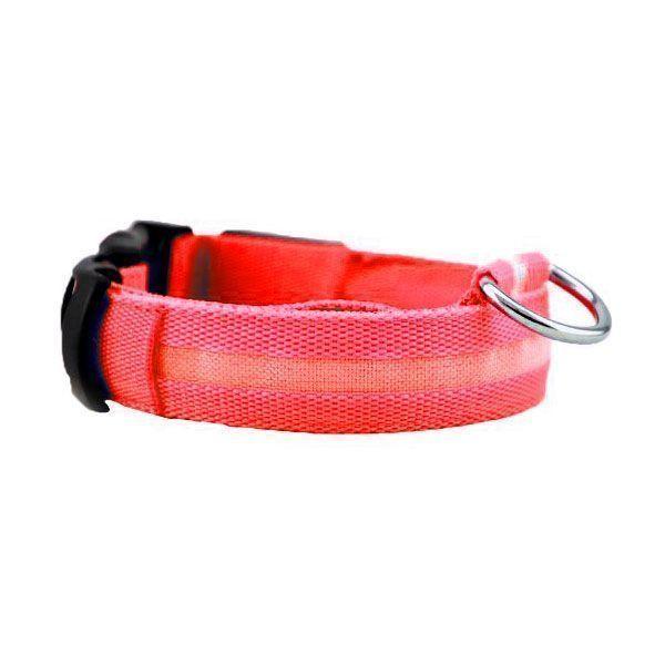 Светящийся ошейник для собак Luminous Collar for Dogs, размер S, красныйСветящиеся ошейники<br>  <br> <br> Светящийся ошейник для собак Luminous Collar for Dogs, размер S, красный<br> <br>  <br> <br> Вечерние прогулки с собакой всегда вызывают тревогу за питомца, так как на расстоянии трех шагов черная или серая собака становится невидимой для хозяина. Постоянные окрики и подзыв питомца с целью проконтролировать, что он делает, портит свободный выгул, поэтому надо приобрести светящийся ошейник для собак. Этот аксессуар в последнее время стал необычайно популярен у собаководов: светящиеся ошейники можно увидеть и на маленьких собачках и на служебных, в них щеголяют огромные псы и гламурные собачки.<br> <br> <br> <br>  <br> <br> Как работает светящийся ошейник<br> <br> Светящийся ошейник, сделан из синтетических материалов, оснащен светодиодами, которые работают от батареек, и позволяют видеть питомца на расстоянии до пятисот метров. Важно, при покупке выбрать модель, которая имеет возможность замены батареек, потому, что есть модели, в которых это сделать невозможно и служат они не более ста часов, посче чего, придется идти за другой.<br> <br>  <br> <br> Преимущества:<br> <br> - Благодаря светодиодам, вашего любимца можно обезопасить в городских условиях, ведь с таким светящимся ошейником он будет сразу заметен.<br> <br> - Легко пользоваться. Обычно ошейник представляет собой светодиодную ленту с выключателем. В более сложных световых моделях можно задать один из режимов свечение, мигание, частое мигание.<br> <br> - Работает такая амуниция обычно от двух батареек, которые можно менять.<br> <br> - Кроме того мигающие ошейники для собак можно выбрать как для крупного, так и для самого маленького питомца, ведь они регулируются по охвату шеи собаки.<br> <br>  <br> <br> <br> <br>  <br> <br> Размеры:<br> <br> S - 40 см длина<br> <br> M - 46 см длина<br> <br>  <br> <br> Купить светящийся ошейник<br> <br> Купить светящийся ошейник для собак, можно в нашем интернет магазине, 