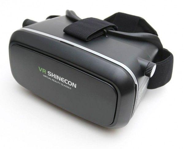 Очки виртуальной реальности VR Shinecon, шлем vr для смартфонаОчки виртуальной реальности<br>Очки виртуальной реальности VR Shinecon<br> <br><br> <br>Комфортный VR шлем виртуальной реальности высокого качества, удобно регулируется межлинзовое и фокусное расстояние, мягкая кожаная подкладка для соприкосновением с лицом, отверстия на корпусе для охлаждения, отверстия для вывода шнура наушников, порт для наушников.<br> <br>VR Shinecon - очки виртуальной реальности, представляющие собой специальный кейс, в который нужно вставлять Ваш смартфон. Это улучшенный аналог Google Cardboard, который крепится на голове и позволяет использовать мощности Вашего смартфона на все 100%.<br> <br><br> <br><br> <br><br> <br>Преимущества очков:<br> <br>Современная конструкция -внутри корпуса VR очков размещена система линз и отсек для смартфона, снабженный защелками для фиксации. Чтобы очки хорошо держались на голове предусмотрены два ремешка с регулируемой длиной, а предотвратить трение кожи и другие неприятные ощущения призвана мягкая прокладка из искусственной кожи.<br> <br>Удобство эксплуатации -чтобы начать пользоваться устройством необходимо скачать и установить на смартфон специальное приложение, а сам мобильный гаджет поместить в соответствующее пространство за линзами. После чего, картинка с экрана, преобразуясь оптической системой прибора, будет транслироваться в глаза, разворачиваясь в полноценное объемное изображение.<br> <br>Неограниченные возможности -очки позволяют просматривать фильмы в формате 3D, получать невероятно реалистичную картинку, играя в игры или катаясь на виртуальных аттракционах. Не менее увлекательным будет и просмотр различных панорамных изображений или тест-драйв автомобилей, и все это без необходимости подключения к компьютеру и использования проводов.<br> <br>Совместимость с большинством современных гаджетов-очки VR будет одинаково хорошо работать как с устройствами на базе Android или iOS, так и Windows Mobile. Доступно использование смартфонов с экрано