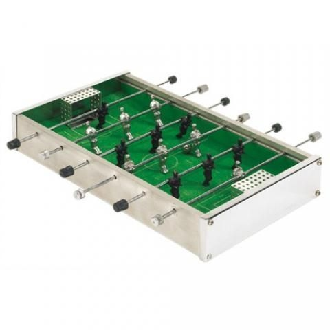 Настольный мини-футбол TableTop mini Tischkicker table D010 - 21x10.5x3.5см, игра для детейНастольный футбол<br>Настольный мини-футбол TableTop mini Tischkicker table D010 - 21x10.5x3.5см<br><br>Карманный вариант настольного футбола от известного производителя настольных игр TableTop. Такого малыша можно легко захватить с собой на вечеринку к друзьям или на пикник. Мини-футбол выполнен очень качественно и прослужит вам долгое время.<br><br>Особенности настольного мини-футбола TableTop<br><br>Настольный мини-футбол является одним из самых качественных в своем классе. Он практически полностью выполнен из металла, поэтому обладает отличной надежностью и долговечностью.<br> <br>Каждый игрок имеет по три рукоятки управления и по 7 игроков. Мячи для игры также выполнены из металла, благодаря чему играть в настольный футбол такого размера гораздо удобнее.<br><br>Может послужить отличным подарком для любителя настольных игр. Его можно взять с собой практически в любое место, он помещается даже в небольшую сумочку.<br> <br>Благодаря отличному исполнению мини-футбол от Tabletop может стать прекрасным сувениром и украсить интерьер любой комнаты.<br><br>Характеристики:<br> <br>Габариты: 21х11х3,5 см<br> <br>Вес: 400 грамм<br> <br>Материал: металл, текстиль<br> <br>Кол-во ручек управления: 6<br> <br>Кол-во фигур игроков: 14<br><br>Комплектация:<br> <br>1. Настольный мини-футбол TableTop<br> <br>2. Мяч - 2 шт.<br>