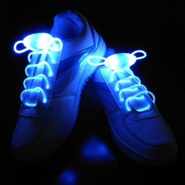 Светящиеся шнурки LED Luminous shoelace, синиеСветящиеся шнурки<br>Светящиеся шнурки LED Luminous shoelace, синие<br> <br>Это не просто светящиеся шнурки - это гибкий неоновый провод, которому можно найти множество разных применений. С такими оригинальными, яркими и запоминающимися шнурками Вы всегда будете в центре внимания, где бы ни находились. Этот необычный аксессуар будет оценён по достоинству всеми любителями ночных событий, предпочитающих дискотеки, музыку и ночные прогулки по городу. Шнурки, также как и обувь являются выражением Вашей индивидуальности, поэтому умалять достоинства led шнурков было бы неправильно. С этими шнурками Вы всегда сможете подчеркнуть характер, придать яркость и отметить Вашу индивидуальность! Оденьте вместо привычных разноцветные светящиеся шнурки – и Ваша обувь заиграет по-новому!<br> <br>Особенности светящихся шнурков:<br> <br>Светящиеся шнурки работают в трёх режимах: непрерывное свечение, быстрое мигание, медленное мигание, при этом излучая приятный и главное безвредный свет. Работают от одной батарейки-таблетки CR2032. Светящиеся шнурки LED можно носить в любую погоду, не пачкаются, не промокают, очень прочные.Купить светящиеся шнурки в Москве можете у нас на сайте. Многие выбирают светящиеся шнурки как отличный подарок на Новый Год, подарок на День Рождения, подарок ребёнку. Светодиодные шнурки в Москве, в качестве оригинального подарка другу или коллеге, Вы также можете приобрести в пункте самовывоза нашего интернет-магазина.<br> <br>Светящиеся LED шнурки могут выполнить несколько важных функций:<br> <br> <br>  Сделать велосипедиста или пешехода на дороге в темное время суток заметным. Шнурки светящиеся в темноте привлекут внимание автомобилистов, и станет понятно, что по дороге движется человек.<br> <br>  Отпугнуть дворовых собак в темноте можно с помощью режима мерцания на шнурках. Это удобно, ведь искать палку и отпугивать животное страшно и рискованно. Тем более, цена светящихся шнурков намного ниже, чем новые штаны, кото