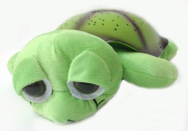 Ночник проектор звездного неба Музыкальная черепаха Music Turtle Green зеленая, детский светильник для детей в спальнюНочники проекторы звездного неба Черепаха<br>Ночник проектор звездного неба Музыкальная черепаха (Music Turtle) Green зеленая<br> <br>Хотите узнать дешевый и надежный способ быстро успокоить детвору перед сном? Тогда вы обратились по адресу. Достаточно купить проектор ночного неба «Music Turtle» и проблема укладывания ребенка в кровать исчезнет раз и навсегда. Вам больше не придется часами петь колыбельные или оставлять включенным свет в комнате. Музыкальный ночник-проектор «Music Turtle» сделает все за вас.<br> <br>Черепаха «Мьюзик Тартл» — это настоящее чудо. Она не только порадует глаз в темное время суток, но и станет настоящим другом вашего малыша. Только представьте: каждый вечер в детскую приходит удивительное волшебство. Стоит лишь погасить свет и скучный белый потолок превращается в чудесное звездное небо, звучит мягкая чарующая мелодия. Правда, здорово?<br> <br>  <br> <br>Описание<br> <br>Если вы все еще сомневаетесь обязательно изучите отзывы тех, кто уже приобрел это чудо. Музыкальный ночник-проектор «Music Turtle» обязательно станет любимой игрушкой вашего ребенка. Кроме того, это недорогой способ создать романтическую обстановку для родителей. Мягкий рассеянный свет и нежная мелодия подарят много приятных минут.<br> <br>Ночник черепаха «Music Turtle» имеет несколько режимов работы и немного напоминает классическую елочную гирлянду, только более современную и не такую яркую. Устройство позволяет самостоятельно выбрать цвет звездочек, мелодию и режим смены изображения.<br> <br>Ребенок может сам установить те параметры, которые больше нравятся:<br> <br> <br>  Чередующееся изображение звезд каждого оттенка.<br> <br>  Одновременная проекция 2 цветов во всех вероятных комбинациях.<br> <br>  Постоянное отображение всех имеющихся цветов.<br> <br>  Медленное мерцание звезд 1 оттенка.<br> <br> <br>Кроме того, можно выбрать мелодию или настроить и