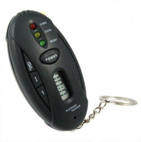 Брелок алко-тестер с фонариком и таймеромБрелки<br>Брелок алко-тестер с фонариком и таймером<br> <br>Полезным аксессуаром для мужчины-автомобилиста является брелок алко-тестер с фонариком и таймером. Это небольшое устройство можно повесить на ключи - брелок имеет небольшие габариты. Небольшой пластмассовый корпус содержит небольшое окошко-экран для отображения обратного отсчета таймера, кнопку включения/выключения фонарика,три световых индикатора - красный, желтый и зеленый.<br><br>Пользоваться алко-тестером очень просто:<br> <br>Необходимо просто нажать на кнопку Power, удерживать ее, пока не загорится зеленая лампочка.<br> <br>После этого несколько раз сильно выдохните прямо на брелок.<br> <br>Встроенный анализатор выдаст результат с помощью одного из трех индикаторов, показав, можно ли Вам садиться за руль.<br><br>- Зеленый цвет - все в порядке можно ехать<br> <br>- Желтый - в крови находится от 0.02 до 0.05 промилле алкоголя,<br> <br>- Красный - свыше 0.05 промилле.<br><br>Такой брелок - незаменимая вещь для любого водителя!<br>