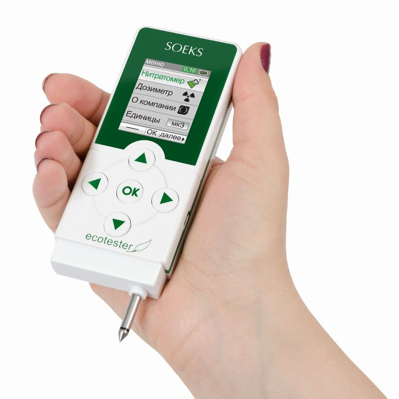 Экотестер СОЭКС 2 (нитратомер, нитрат тестер, дозиметр)Товары для дома и дачи<br>Экотестер СОЭКС 2 (нитратомер, нитрат тестер, дозиметр)<br><br> <br><br><br>СОЭКС Экотестер 2 предназначен для оценки безопасности продуктов питания по содержанию в них нитратов, а также уровень радиации от любых объектов. Это обновленная версия популярного прибора Экотестер Соэкс. В новой версии применена новая, более производительная начинка. Это позволило полностью переработать интерфейс прибора. Он стал еще более красочным и понятным.<br><br><br> <br><br><br><br><br>Функционал<br><br>Нитратомер - позволяет быстро оценить безопасность свежих овощей и фруктов по содержанию в них нитратов<br><br><br>Дозиметр - непрерывно измеряет радиационный фон. Определяет радиацию от любых предметов, продуктов питания и в воздухе<br><br><br> <br><br> <br><br>  <br><br><br> <br><br>Принцип работы СОЭКС Экотестер 2<br><br> <br><br><br>В режиме нитратомера: нужно просто выбрать продукт в меню прибора (список продуктов и нормы содержания нитратов, соответствующие СанПиН, уже внесены в память). Прибор выведет допустимое значение нитратов на экран. После этого необходимо ввести зонд в мякоть плода и нажать кнопку «ОК». Измерение занимает на более трех секунд. Результат выводится в числовом, текстовом и графическом виде. <br><br><br> <br><br><br>В режиме дозиметра: прибор непрерывно измеряет радиационный фон. Текущее значение постоянно отображается в верхней части дисплея. Для измерения радиации от определенного объекта достаточно поднести СОЭКС Экотестер 2 на расстояние 3-4 см от объекта и нажать «Измерение». Для измерения радиационного фона в СОЭКС Экотестер 2 установлен высокоточный счетчик СБМ 20-1, производства Росатом.<br><br>Процесс измерения радиации:<br><br>Выберите режим «Дозиметр», поднесите СОЭКС Экотестер 2 к объекту. Процесс измерения радиации займет всего 10 секунд.<br><br><br> <br><br><br> <br><br> <br> <br>Процесс измерения нитратов:<br><br>Выберите режим «Нитратомер», затем — продукт в ме