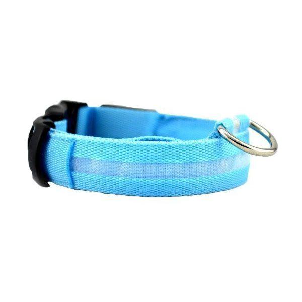 Светящийся ошейник для собак Luminous Collar for Dogs, размер M, голубойСветящиеся ошейники<br>  <br> <br> Светящийся ошейник для собак Luminous Collar for Dogs, размер M, голубой<br> <br>  <br> <br> Вечерние прогулки с собакой всегда вызывают тревогу за питомца, так как на расстоянии трех шагов черная или серая собака становится невидимой для хозяина. Постоянные окрики и подзыв питомца с целью проконтролировать, что он делает, портит свободный выгул, поэтому надо приобрести светящийся ошейник для собак. Этот аксессуар в последнее время стал необычайно популярен у собаководов: светящиеся ошейники можно увидеть и на маленьких собачках и на служебных, в них щеголяют огромные псы и гламурные собачки.<br> <br> <br> <br>  <br> <br> Как работает светящийся ошейник<br> <br> Светящийся ошейник, сделан из синтетических материалов, оснащен светодиодами, которые работают от батареек, и позволяют видеть питомца на расстоянии до пятисот метров. Важно, при покупке выбрать модель, которая имеет возможность замены батареек, потому, что есть модели, в которых это сделать невозможно и служат они не более ста часов, посче чего, придется идти за другой.<br> <br>  <br> <br> Преимущества:<br> <br> - Благодаря светодиодам, вашего любимца можно обезопасить в городских условиях, ведь с таким светящимся ошейником он будет сразу заметен.<br> <br> - Легко пользоваться. Обычно ошейник представляет собой светодиодную ленту с выключателем. В более сложных световых моделях можно задать один из режимов свечение, мигание, частое мигание.<br> <br> - Работает такая амуниция обычно от двух батареек, которые можно менять.<br> <br> - Кроме того мигающие ошейники для собак можно выбрать как для крупного, так и для самого маленького питомца, ведь они регулируются по охвату шеи собаки.<br> <br>  <br> <br> <br> <br>  <br> <br> Размеры:<br> <br> S - 40 см длина<br> <br> M - 46 см длина<br> <br>  <br> <br> Купить светящийся ошейник<br> <br> Купить светящийся ошейник для собак, можно в нашем интернет магазине, 