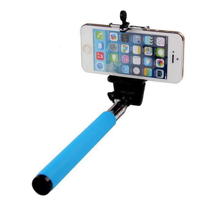 Телескопический штатив для селфи (голубой)Аксессуары для смартфонов<br>Вам хочется быть в кадре со всей компанией, а не фотографироваться по очереди?<br><br><br><br>С телескопическим штативом для селфи теперь все будут на одном снимке!<br><br><br><br>Держательнадёжно фиксирует Ваш гаджет с помощью удобного зажима и позволяет выбирать оптимальную дистанцию для снимка при помощи телескопической рукоятки.Прорезиненная ручка не даёт рукам скользить. Имея складной механизм, монопод поместится даже в дамскую сумочку.<br><br><br>    <br>  <br><br>Незаменимый верный спутник всех любителей селфи. Поможет сделать идеальные фото и видео. Малый вес и компактный размер аксессуара позволят с лёгкостью брать его с собой.<br><br>Делайте отличные селфи в любых условиях!<br>    <br>  <br><br>Отличительные особенности:<br><br>- Поворотный фиксатор<br>    <br>  - Шнурок для переноски<br>      <br>    - Прорезиненная ручка<br><br><br>      <br>    <br><br>Способ применения:<br><br><br>    <br>  <br><br>Закрепите смартфон на штативе. Синхронизируйте смартфон с кнопкой для селфи (не входит в комплект) и делайте снимки.<br><br><br>    <br>  <br><br><br><br>Не упустите важные моменты Вашей жизни с телескопическим штативом для селфи!<br><br><br>    <br>  <br><br>Комплектация:<br><br>Телескопический штатив – 1 шт.<br>    <br>  Держатель для смартфона – 1 шт.<br>    <br>  Оригинальная англоязычная упаковка с русской наклейкой со штих-кодом<br>    <br>  Русскоязычная инструкция<br><br><br>      <br>    <br><br>Технические характеристики:<br><br>Цвет: голубой с чёрным<br>    <br>  Материал: нержавеющая сталь, пластик, силикон<br>    <br>  Вес в упаковке: 160 гр.<br>    <br>  Размер упаковки: 33*6*4 см<br>    <br>  Вес без смартфона: 130 гр.<br>    <br>  Максимальный вес с телефоном: 500 гр.<br>    <br>  Длина телескопической ручки: 23,5-110 см<br>    <br>  Количество телескопических секций: 6 шт.<br>