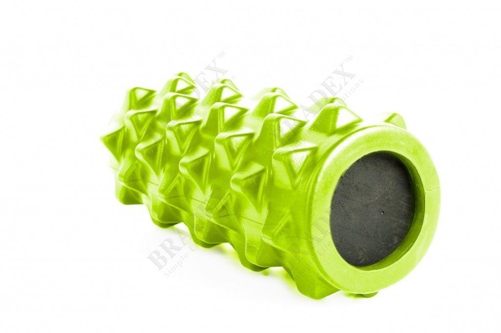 Валик для фитнеса массажный, зеленыйМассажные валики для фитнеса<br>Валик для фитнеса массажный, зеленый<br> После занятий спортом и физических нагрузок Вы испытываете дискомфорт в уставших мышцах? Массажный валик для фитнеса поможет Вам справиться с неприятными ощущениями, повысить эластичность кожи и мышечной ткани.<br>Преимущества<br><br>Удобный и компактный <br>Выпуклый рисунок обеспечивает качественное воздействие на мышцы и соединительные ткани <br>Может использоваться до и после тренировок <br>Прекрасно подходит для массажа дома и в фитнесс зале <br>Снимает усталость и скованность в мышцах<br><br>Как пользоваться массажным Валиком для фитнеса<br><br>Лягте на пол <br>Разместите валик под массируемой областью <br>Слегка приподнимитесь над поверхностью пола <br>Прижимаясь к валику медленно проводите по нему, изменяя положение своего тела Примечание: при выполнении массажа может возникать легкий дискомфорт, связанный с напряжением в мышцах.<br> Валик предназначен исключительно для массажа мышечных тканей и не должен контактировать с позвоночником и другими костными тканями тела <br>В случае возникновения резких болевых ощущений немедленно прекратите использование валика<br><br>Рекомендации по уходу<br> При необходимости протрите поверхность валика мягкой влажной тканью. При сильном загрязнении промойте валик под проточной водой с добавлением моющего средства и высушите его вдали от нагревательных приборов.<br>Характеристики<br><br>Материал: поливинилхлорид, этиленвинилацетат  <br>Размеры: 33,5 *13*13 см<br><br>