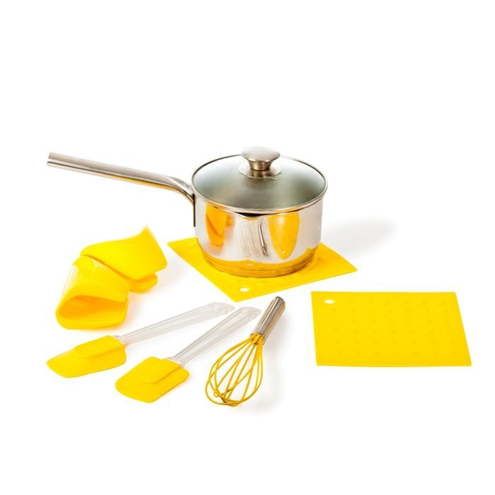 Набор кухонных принадлежностей Облако, 7 предметов (желтый), из силикона приборы для готовкиТовары для кухни<br>Набор кухонных принадлежностей Облако, 7 предметов (желтый)<br><br><br>  <br><br><br>С кухонным набором Облако, Вы легко и быстро справитесь с любыми задачами. Венчик поможет замесить тесто, а силиконовый коврик – сделать котлеты или свернуть рулет. И ничего не прилипает! Лопатки уберегут сковороду от царапин, когда Вы будете переворачивать или накладывать приготовленное блюдо. Силиконовая прихватка позаботится о Ваших руках и не даст обжечься о раскаленный противень или сковороду. Силикон очень практичен и удобен в использовании, он не впитывает запахи, посуду из него легко мыть. В подарок дополнительная прихватка и коврик!<br><br><br>  <br><br><br>Силиконовая посуда и принадлежности вошли в ежедневный обиход на кухне, упрощают и облегчают процесс готовки. Чтобы время, проведенное за приготовлением еды, приносило удовольствие хозяйке, создан набор необходимых силиконовых изделий в ярком и оригинальном исполнении. С помощью венчика для взбивания, лопаток, прихваток, ковриков Вы легко и безопасно приготовите любимые блюда в духовке. Изделия из набора кухонных принадлежностей Облако выдерживают температуру в духовках до 220 градусов. Используя венчик, приготовите любимые омлеты, тесто без комочков, сливочный соус и пышный крем. Лопаткой легко снимите с противня аппетитные запеканки, нежные бисквиты, печенье и пирожные не повредив поверхности посуды. Прихватки-варежки позаботятся о Ваших руках и не дадут обжечься при прикосновении с горячей посудой. Коврики послужат подставкой под горячее, а также помогут свернуть рулетики.<br><br><br>  <br><br><br>Преимущества набора кухонных принадлежностей Облако:<br><br>- Экологичность<br><br>- Материал стоек к перепаду температур от -30 до +230 градусов<br><br>- Легко моются<br><br><br>  <br><br><br>Комплектация:<br><br>Венчик - 1 шт<br><br>Лопатка - 2 шт<br><br>Коврик - 2 шт<br><br>Прихватка - 2 шт<br><br><br>  <br><br>