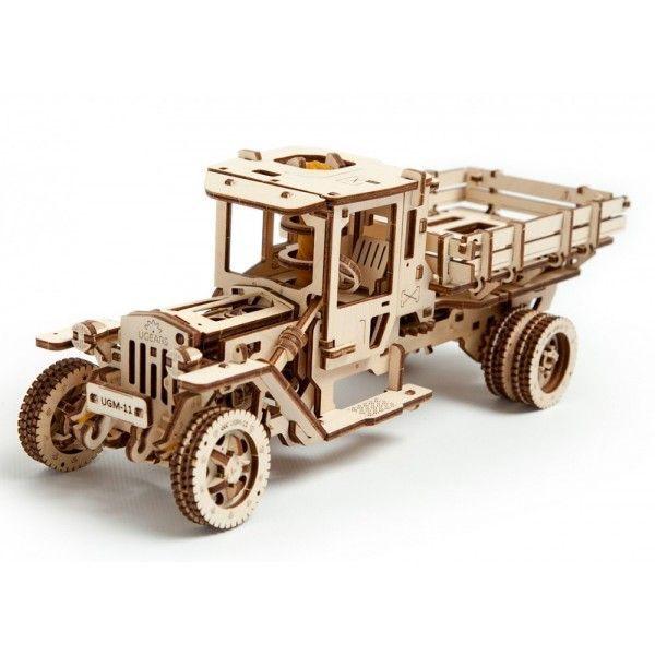 Деревянный конструктор UGEARS Грузовик UGM-11,  (3D пазл), для детей, для взрослых, для конструированияДеревянный конструктор Ugears<br>Деревянный конструктор (3D пазл) UGEARS - Грузовик UGM-11<br> <br> <br>  <br> <br> <br> <br>   <br>     <br>       <br>         <br>          Деревянный грузовик - конструкция повышенного уровня сложности. Для того чтобы собрать работающий грузовой автомобиль понадобится не один час времени. Зато результат превосходит все возможные ожидания.<br>        <br>          <br>            <br>          <br>        <br>          Как работает?<br>        <br>          Грузовик из дерева работает от оригинального резинодвигателя, приводящего в движение систему шестерен, взаимодействующих с карданным валом и коленвалом. Под капотом у машины расположен самый настоящий четырехцилиндровый двигатель. Передачи можно переключать с помощью рычага, издающего характерный щелкающий звук при переходе с нейтрального положения в передний или задний режим движения. Резиновый двигатель заводится ключом, находящимся в верхней части кабины.<br>        <br>          Деревянный конструктор Грузовик преодолевать около 5 метров на одном заводе резиномотора. Машина может работать на холостом ходу, позволяя в деталях рассмотреть работу четырехцилиндрового двигателя. Нажатие на педаль газа имитирует изменение положения дроссельной заслонки и позволяет переключаться на передний или задний ход. Вид работающего четырехпоршневого двигателя под крышкой капота приведет в восторг не только ребенка, но и любого взрослого. Для людей, увлекающихся конструированием, механические пазлы станут приятным сюрпризом.<br>        <br>          <br>            <br>          <br>        <br>          В деталях<br>        <br>          Модель Автомобиль UGM-11 в деталях воспроизводит реальную грузовую машину. Все, что открывается в обычном грузовике – открывается и в его миниатюрной копии, борты кузова откидываются, распахнутые дверцы кабины позволяют видеть руль, который не просто крутит