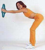 Кольцо Пилатес тренажер для пилатеса (Pilates Magic Ring, Пилатес Ринг), для гимнастики, бедер, прессаКольца для пилатес<br><br> <br><br>  Руководство по эксплуатации, инструкция Кольца для пилатеса (Pilates Magic Ring) (pdf 284 kb)<br><br> Популярность здорового образа жизни растет изо дня в день. Хорошо выглядеть и прекрасно себя чувствовать помогают правильное питание и, конечно же, спортивные нагрузки.<br><br><br> Вы не слишком довольны формой груди или ягодиц? Хотите иметь стройные бедра или укрепить руки, но стесняетесь ходить в фитнес-центр? Или просто не имеете на это времени? Никаких проблем! «Кольцо Пилатес» - и вы сможете превратить в спортивный зал любое место по вашему выбору. <br><br><br> Кольцо дешевый способ всегда держать свое тело в тонусе.<br><br>Описание <br><br>Pilates Ring компактный тренажер для домашнего использования. С его помощью отлично прорабатываются мышцы груди и плеч, ягодицы, внешняя и внутренняя поверхность бедра. Также задействуются мышцы ног, верхней части спины и косые мышцы пресса. Регулярные занятия помогают выработать идеальную осанку, улучшить растяжку и подвижность суставов. <br><br><br>Упругое кольцо, ?38 см, имеющее специальные упоры для рук или ног. Тренажер изготовлен из упругого эластичного материала, достаточно жесткого для эффективной тренировки.<br><br>Примеры упражнений<br><br> <br><br><br>Для ягодиц <br><br> Опуститесь на спину, колени согните и поместите стопы на пол параллельно друг другу. Зажмите кольцо между коленями. На выдохе поднимайте ягодицы не отрывая стопы и лопатки от пола, при этом старайтесь хоть немного сжать коленями тренажер. На вдохе вернитесь в исходное положение.<br><br><br> <br><br><br>Для груди <br><br> Сядьте на стул, тренажер расположите перед собой на уровне груди. Локти при этом расставьте в стороны. Выдыхая, медленно сжимайте кольцо,стараясь не опускать локти. На вдохе расслабьте мышцы рук. <br><br><br> <br><br><br>Для внутренней поверхности бедер <br><br> Лягте лицом вниз, голову опустит