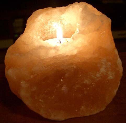 Подсвечник соляной Уникальный, ионизатор воздуха, солевой светильник, ночник для снаСоляные лампы-подсвечники<br>Подсвечник соляной Уникальный<br><br>Соляной подсвечник Уникальный станет отличным подарком для членов вашей семьи. Соль отобрана из далеких гор Пакистана, и обладает огромной целительной силой.<br> <br>при нагреве небольшой лампочкой начинает интенсивно насыщать воздух вокруг светильника отрицательными ионами, сам по себе может справиться с аллергией, насморком и прочими легочными заболеваниями, улучшит кардиограмму, снизит давление и сгладит стресс, поможет при депрессии, повысит силы иммунитета.<br><br>Достаточно поставить такой ночник в темном углу спальни, включить его, и его работа не только поможет нейтрализовать вред от насыщения среды положительными зарядами от электрических полей, но и уменьшит количество опасных бактерий в атмосфере. Вы сразу почувствуете свежесть – солевой плафон прекрасно работает как природный ионизатор.<br>