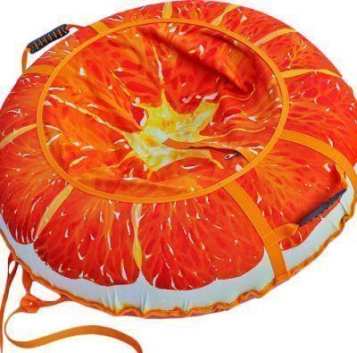 Тюбинг Сочный апельсин 95см.Санки ватрушки, тюбинг<br><br> От такого супертюбинга с сочным апельсином будут в восторге и взрослые и дети!<br> Ограниченная серия с эксклюзивным дизайном.<br> Успейте порадовать своего ребенка!<br><br><br> Материал верха и сиденья: прочная синтетическая ткань Оксфорд 600D PU 2000 плотностью 250 г м2.<br><br><br> Материал дна: прочная армированная тентовая ткань с глянцевым скользящим ПВХ покрытием плотностью 630 г м2.<br> Размер камеры: R14 для тюбингов диаметром 95 сантиметров, и R15 для тюбингов диаметром 105 см.<br> Ручки: эргономичные пластиковые со стропой.<br> Застежка на сидении: прочная молния N 10.<br> Нитки: прочные армированные лавсановые, не подвержены гниению. <br> Тип нанесения изображения на верх и сиденье: высококачественная, износостойкая, экологичная сублимационная печать, устойчивая к воздействию внешней среды.<br><br><br>Нанесение изображения на тюбинги методом сублимации<br><br> Суть этой технологии состоит в том, что при помощи широкоформатного плоттера изображение печатается на специальную бумагу чернилами на водной основе, затем оно переносится на синтетическую ткань при помощи каландера при высокой температуре.<br><br><br> Сублимация имеет целый ряд значительных преимуществ перед стандартными методами нанесения изображения или надписи:<br><br><br><br><br>Насыщенность изображения.<br>Возможность нанесения на ткань фотографического изображения высокого качества.<br>Экологически чистый способ печати.<br>Устойчивость изображения к истиранию.<br>Устойчивость изображения к изменению внешней среды.<br><br><br> Сублимационная печать считается одним из лучших методов печати на ткани. Нанесенное изображение получается ярким, высококачественным, износостойким и долговечным!<br><br><br> Подарите детям незабываемые впечатления!<br><br>Характеристики<br><br><br><br><br> Вес:<br><br><br> с камерой 1,85 кг.<br><br><br><br><br> Все размеры:<br><br><br> ? 95 см.<br><br><br><br><br> Материал:<br><br><br> Материал верха - прочная 