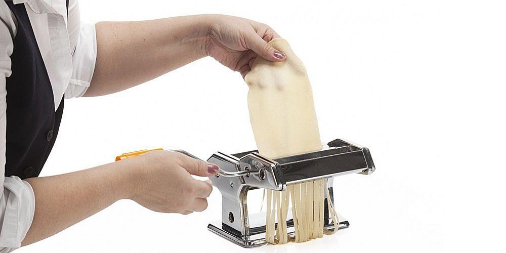 Лапшерезка-тестораскатка ручная Pasta Machine